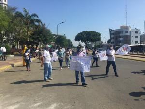 Red de Maestros realiza plantón contra medidas económicas en Portoviejo