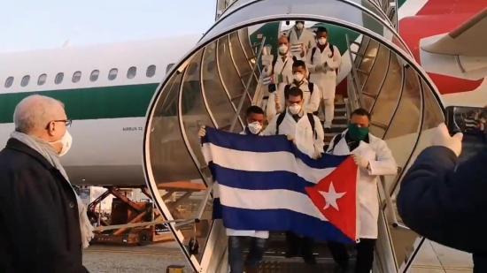 Médicos cubanos concluyen entre aplausos su misión en Lombardía