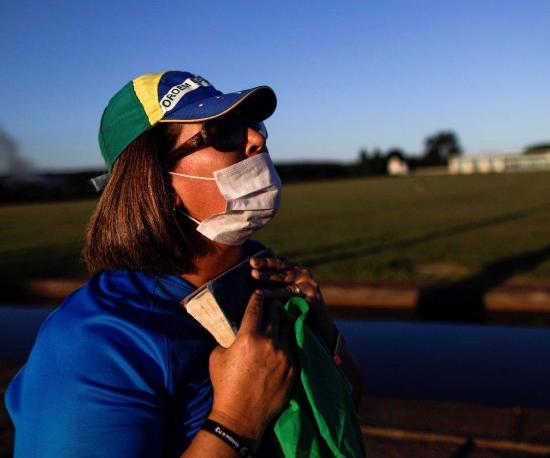Asesor de seguridad dice que EEUU analiza restringir viajes desde Brasil