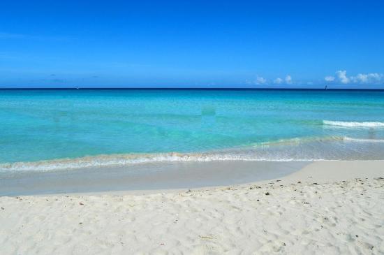Cuba limita acceso al balneario de Varadero por el coronavirus