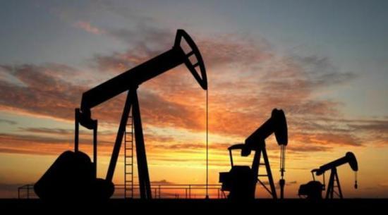 El precio del petróleo de Texas cae un 4,48% por renovadas tensiones comerciales entre EE.UU. y China