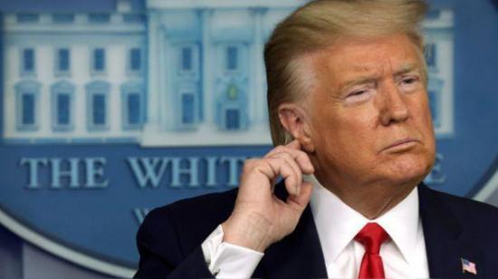 Trump amenaza con 'regular o cerrar' redes tras verificación de Twitter