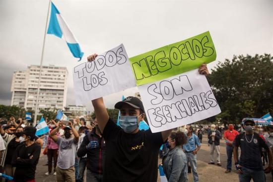 Un centenar de personas protestan contra la cuarentena en Guatemala
