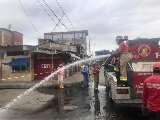 El Cuerpo de Bomberos ha entregado agua a 3.796 familias de Portoviejo