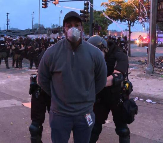 Liberan a periodista de CNN arrestado mientras transmitía en vivo las protestas en Minneapolis