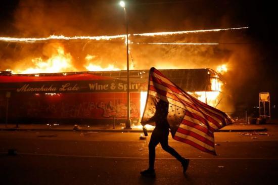 Minneápolis se declara  en emergencia por las protestas tras la muerte de George Floyd a manos de la Policía