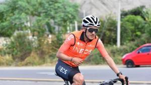 Carapaz encabeza protesta de ciclistas por colega muerto en Carchi