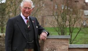 El príncipe Carlos admite que tuvo 'suerte' con el coronavirus