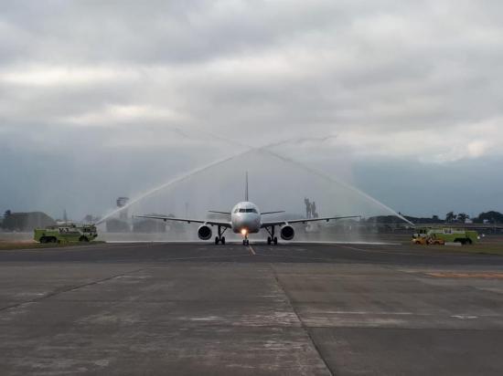 Se adaptan a medidas de seguridad para retomar vuelos