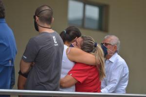 Grillete electrónico impidió reanimar al prefecto Carlos Luis Morales, aseguran sus hijos