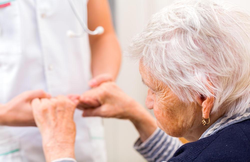 Las mujeres tienen más posibilidades de sufrir Alzheimer por la menopausia