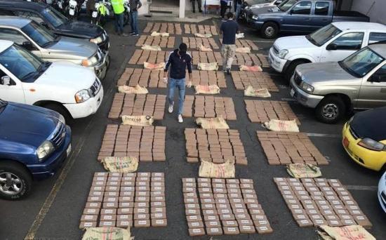 La Policía de Ecuador se incauta de más de una tonelada de cocaína