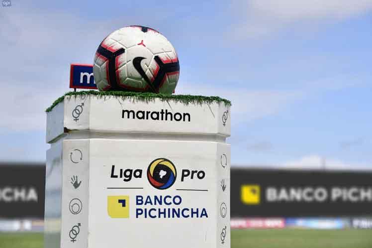 Las autoridades de Ecuador ven difícil la reanudación en julio del fútbol