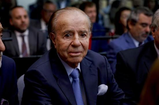 Expresidente argentino Carlos Menem recibe el alta hospitalaria tras fuerte neumonía
