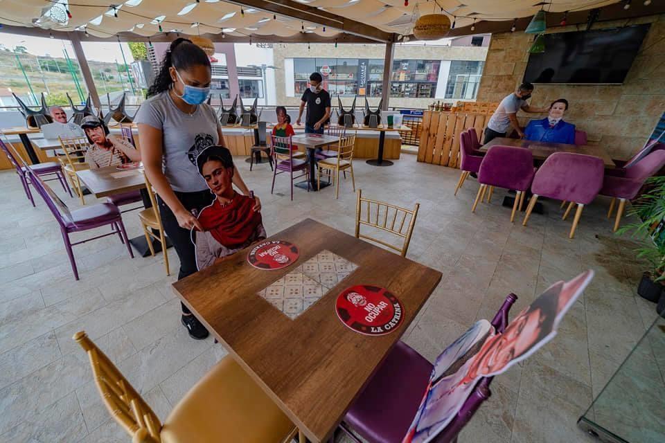En Manta se puede comer con artistas