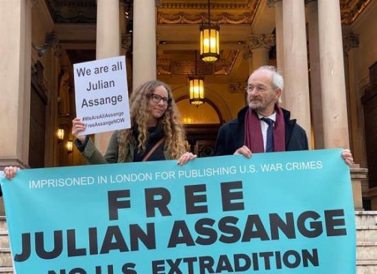 Padre de Assange: 'El proceso de extradición a EE. UU. es una vergüenza'