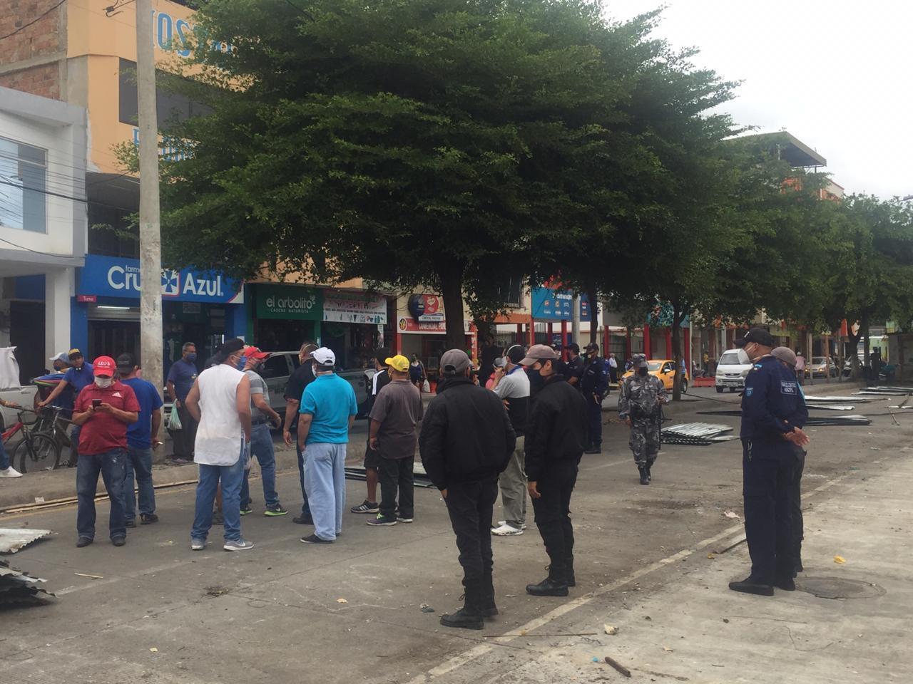 Comerciantes de cárnicos buscan volver a la calle Alajuela, Municipio se niega