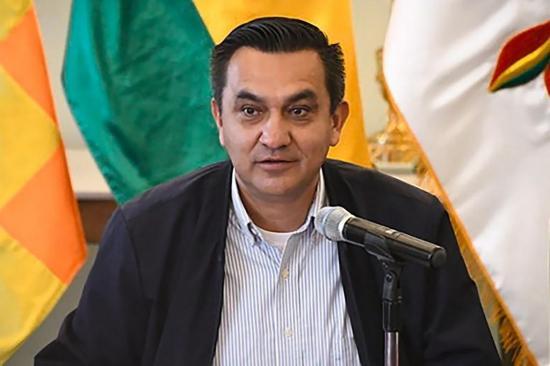 Ministro boliviano es hospitalizado por complicaciones tras contraer COVID-19