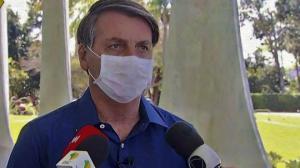 Demandarán a Bolsonaro por poner en riesgo a periodistas al anunciar positivo