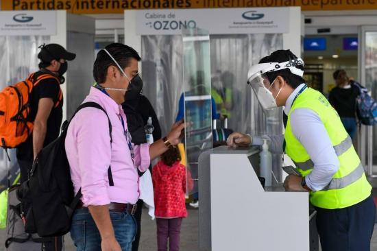Más de 28.000 pasajeros pasan por aeropuertos de Ecuador durante reapertura