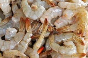 Ecuador cuestiona que covid-19 sobreviviera en camarón congelado enviado a China
