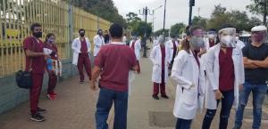 Estudiantes de la UTM realizan plantón y piden acceso a año de internado