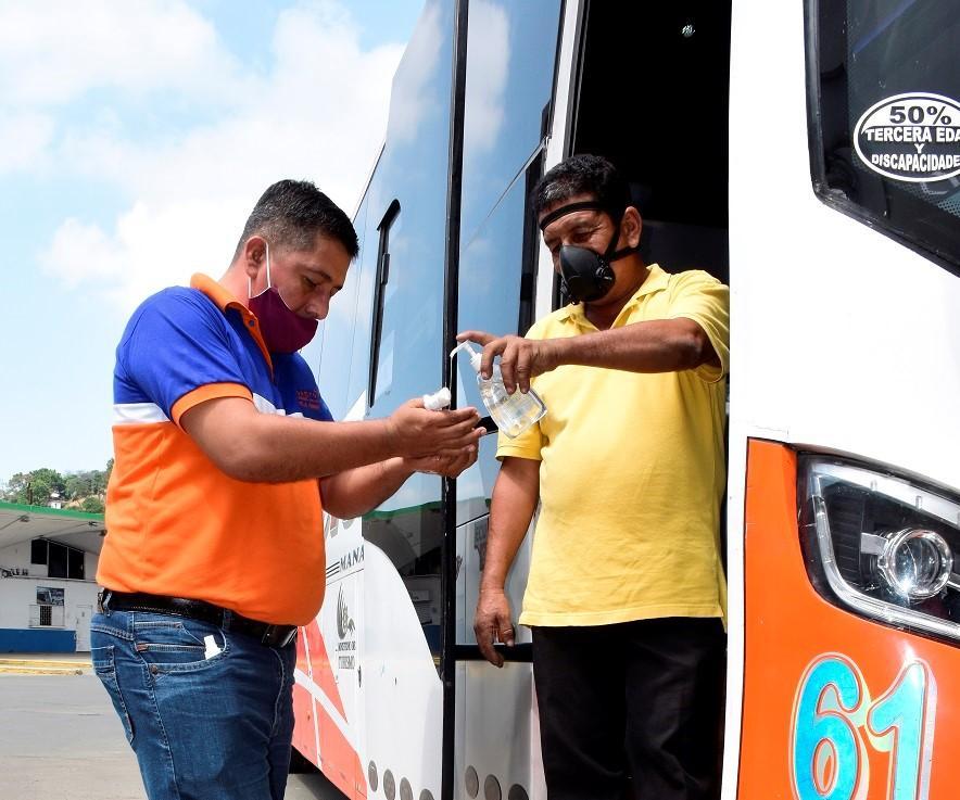 Cooperativas de transporte público analizan no seguir en las vías