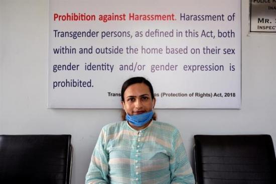 Una transexual se une a la Policía paquistaní para combatir la discriminación