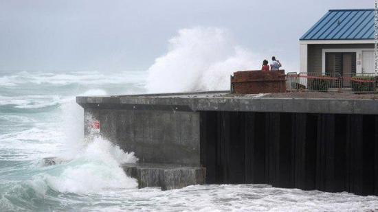 Isaías vuelve a ser huracán mientras se acerca a las Carolinas en EE.UU.