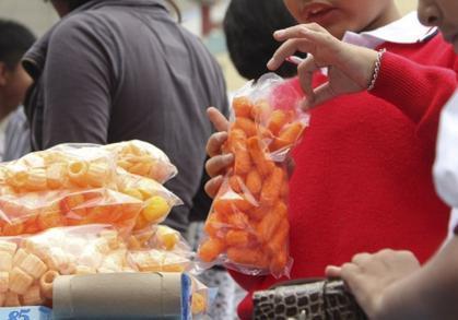 Rechazan en México prohibición de vender comida chatarra a niños en Oaxaca