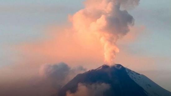 Advierten de posible descenso de lahares desde el volcán Sangay