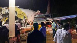 Ascienden a 17 los muertos tras salirse de la pista un avión al aterrizar en el sur de India