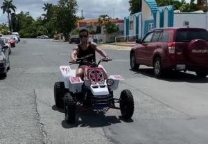 Detienen al cantante Tito El Bambino por conducir una cuatrimoto en la vía pública