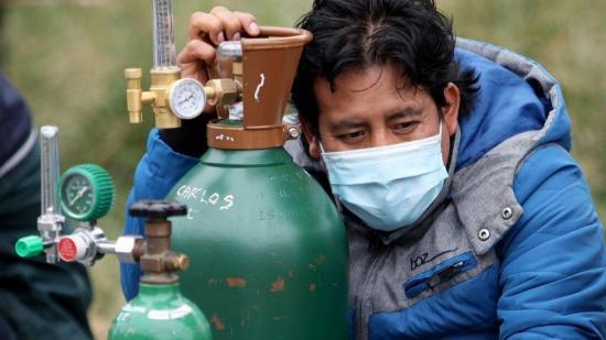 Al menos 31 pacientes murieron esperando oxígeno, según el Gobierno boliviano
