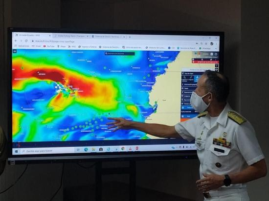 Ecuador vigila flota pesquera extranjera fuera de zona exclusiva de Galápagos