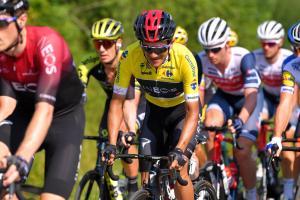Carapaz sufre caída y pierde su trono en la cuarta etapa del Tour de Polonia