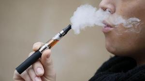 Usuarios de cigarrillos electrónicos tienen más probabilidades de contraer Covid-19
