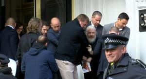 EEUU amplía acusaciones contra Assange y puede retrasar juicio de extradición