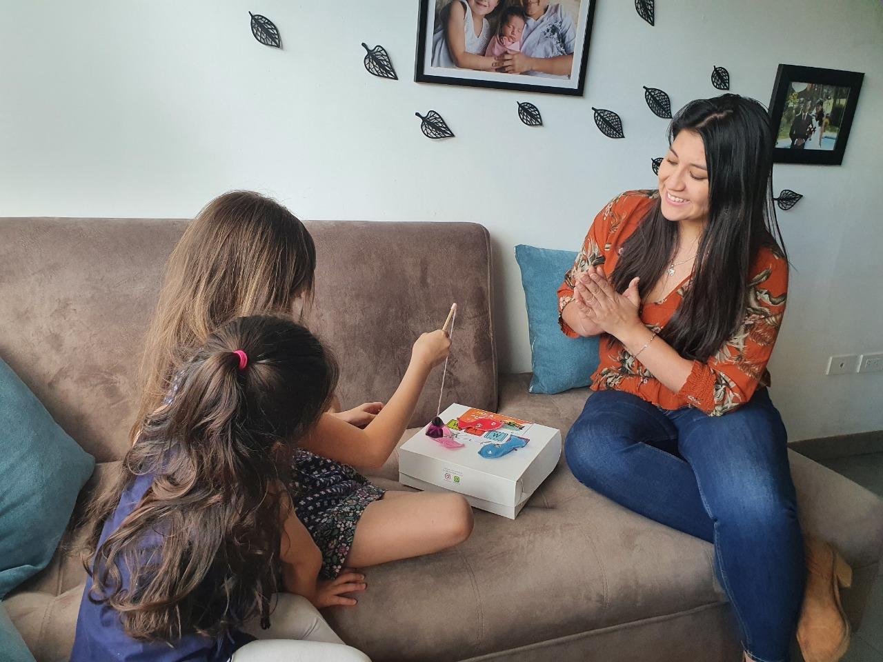 Entregan kits lúdicos vacacionales a los hijos de sus colaboradores