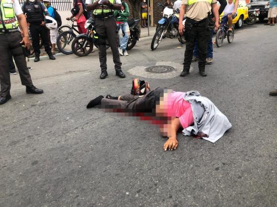 Hombre muere tras ser atropellado por un taxi en Portoviejo