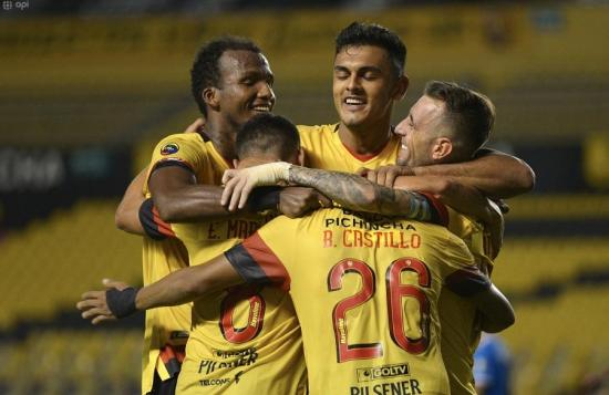 Barcelona venció por 1-0 a Universidad Católica en el Monumental