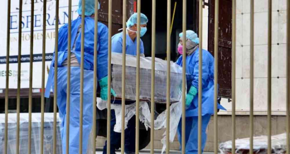 Perú cumple cinco semanas con descenso de muertos por covid-19