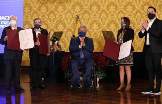 El Gobierno de Ecuador condecora a lo mejor del arte y la ciencia del país