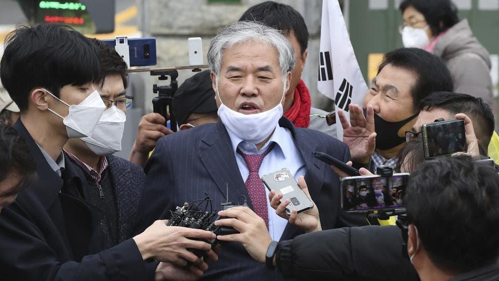 Seúl demandará a un reverendo al que acusa de provocar un gran brote de COVID en Corea del Sur