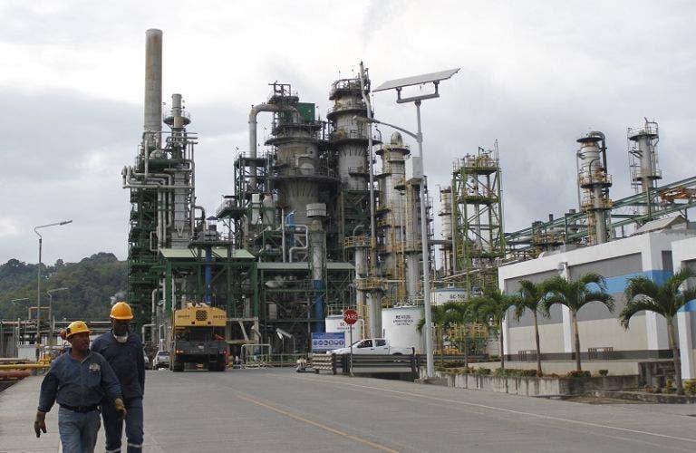 Ecuador abre licitación para mejoramiento conjunto de la refinería de Esmeraldas