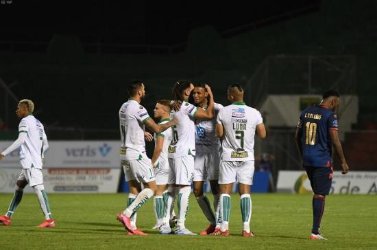 Liga de Portoviejo vence 2-1 a Olmedo en el estadio Reales Tamarindos