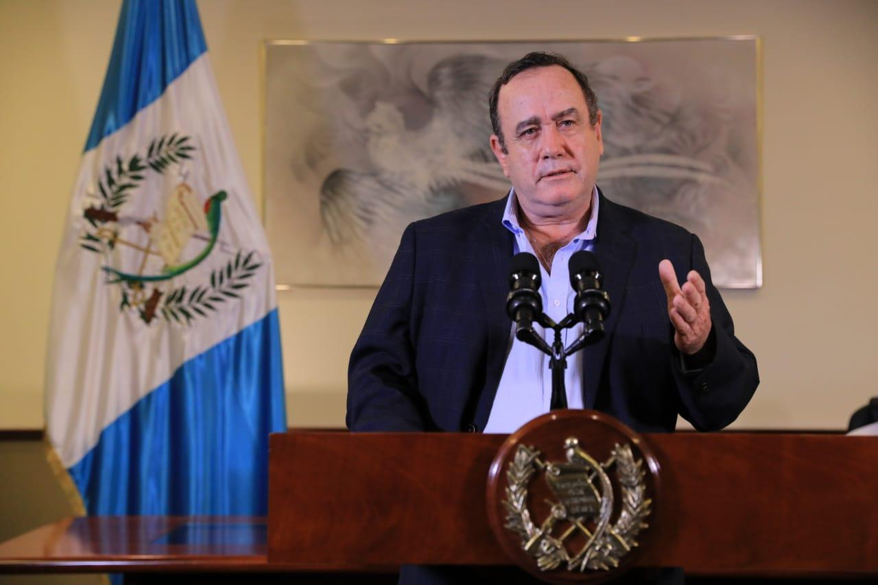 El presidente de Guatemala dice que se encuentra bien de salud pese a la COVID-19