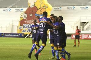 Delfín golea 4-1 Mushuc Runa en el estadio Jocay