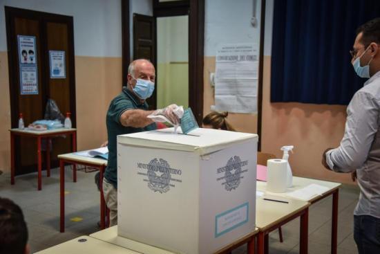 Italia vota 'sí' a recorte de parlamentarios defendido por el Gobierno
