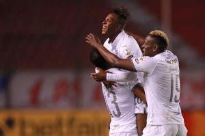 Liga de Quito golea en casa a Sao Paulo y sigue en la cima